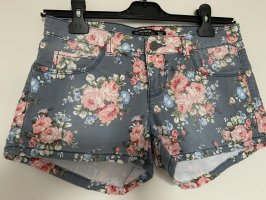 Shorts mit hübschen Blumenmuster