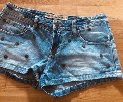 Shorts mit Nieten