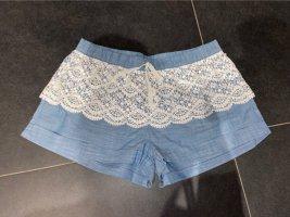Shorts mit Rüschchen