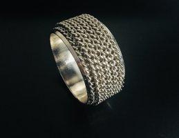 Silberfarbenes Armband