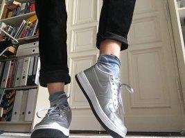 Silberne Nikes