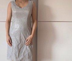 Silbernes kurzes Kleid
