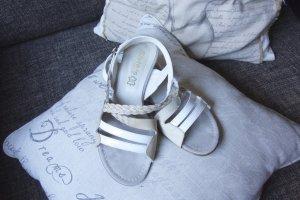 Siste's Sandale, Italy, beige, weiß Absatz gold, wunderschöne Sommer Sandale, Außen und Innen Leder, geflochtenes Band, Lackleder mit Glattleder kombiniert, flach, 1,5 cm, Absatz mit Goldenem Leder überzogen, sehr edel und stylisch, TOP Zustand, Gr. 37
