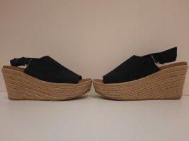 Skechers Sandalias de tacón con plataforma negro