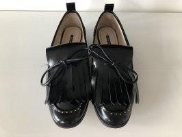 Slippers von Zara mit Perlen- & Nietenbesatz