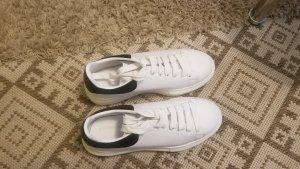 Zapatillas con tacón blanco