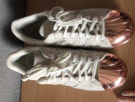 Sneaker adidas beige