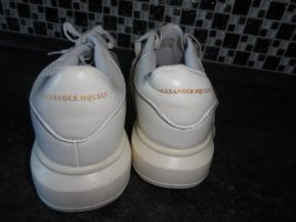 Alexander McQueen Sznurowane trampki biały