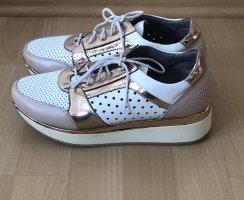 Sneaker in weiß/ metallic