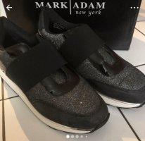 Sneaker Mark Adams