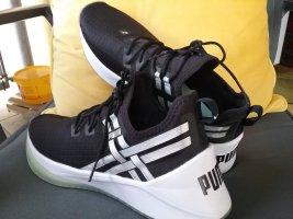 Puma Slip-on Sneakers white-black
