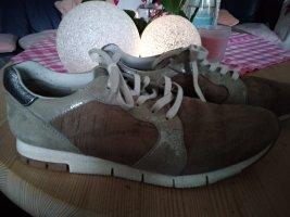 sneaker modern