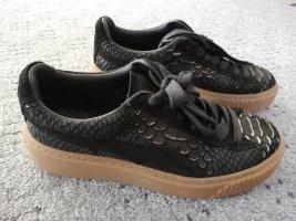 Sneaker Puma 37 mit Goldapplikation