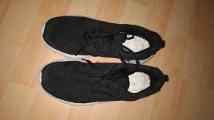 Sneaker schwarz - Gr. 39 / Material Rippstopp neuwertig