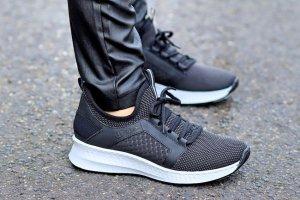 Sneaker schwarz mit weisser Sohle von Rieker Fussbett gepolstert Gr. 37 wie Neu