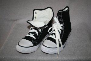 Sneaker / Turnschuh knöchelhoch in schwarz