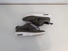 Sneaker von Nike khaki