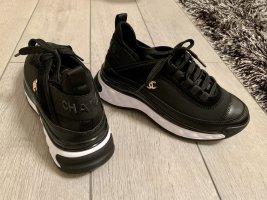 Chanel Sneaker con tacco nero-bianco