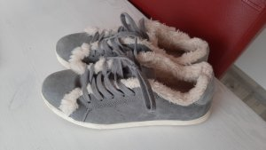 Lace-Up Sneaker grey