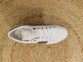 Guess Lace-Up Sneaker white