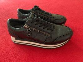 Sneakers Kennel & Schmenger