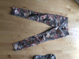 Sommer Hose mit floralem Print