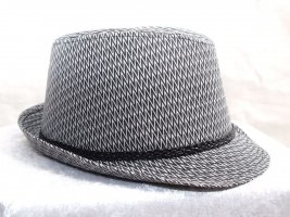 Trilby black-white