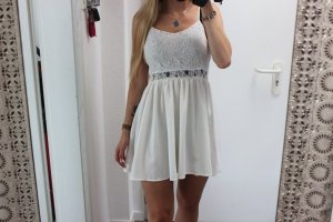 • Sommerkleid in weiß