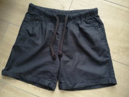 sommerliche Bermuda Shorts