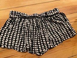 Sommerliche Shorts in schwarz weiß