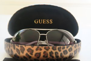 Guess Oval Sunglasses white