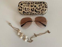 Sonnenbrille mit Kisten und Ketten
