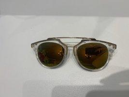 Sonnenbrille mit verspiegelten Gläser