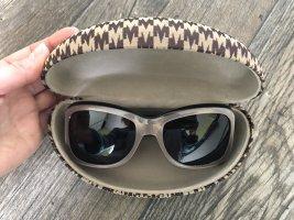 Sonnenbrille von MaxMara mit dem Etui