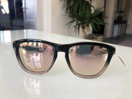 Gafas de sol ovaladas negro-nude