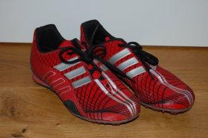 Spikes von Adidas