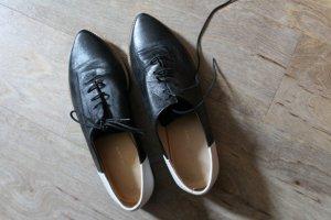 Spitze Loafer aus Leder