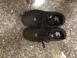 Sportschuhe adidas schwarz