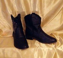 Stiefeletten/Boots mit silbernen Nieten