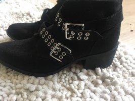 H&M Botas de cuña color plata-negro