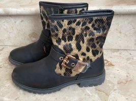 Stieflette mit leoparden Muster