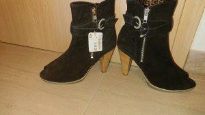 Zign Cut Out Booties black
