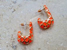 stilistische Ohrringe in gold-rot
