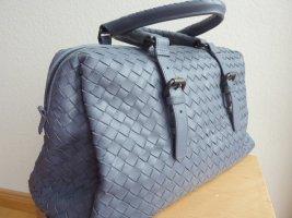 Stilvolle Damen Leder-Handtasche,  Marke Bottega Veneta, taubenblau.