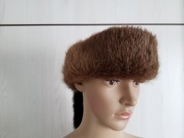 Cache-oreilles brun
