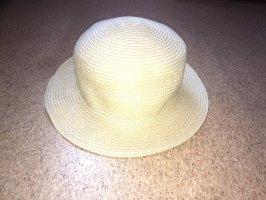 Chapeau de paille doré