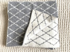 Zwillingsherz Knitted Scarf light grey-natural white wool