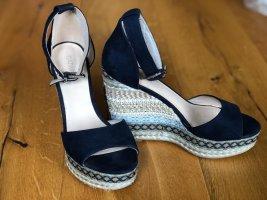Stylische Keilsandaletten blau, braun, weiß
