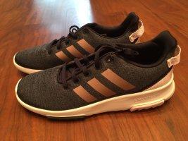 Stylische neue Adidasschuhe