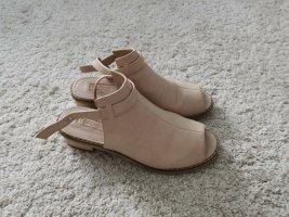 Stylische Sandalen in beige